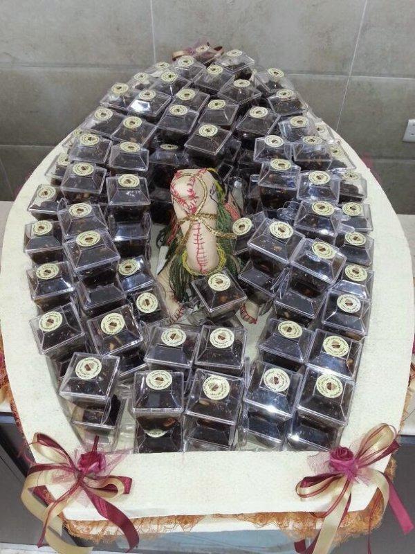 شراء حلوى عمانية